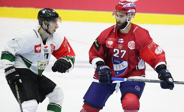 Kyle Quincey (oik.) pelasi ensimmäisen ottelunsa HIFK:n takalinjoilla.