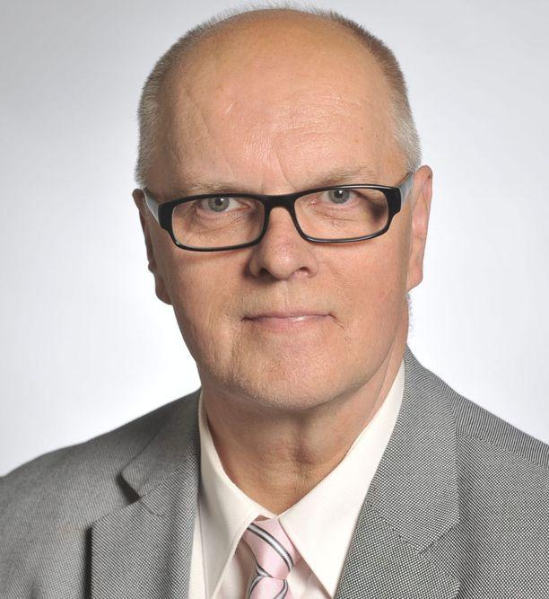 Osmo Kokko (ps) muistuttaa, että turvallisuuden takaaminen kuuluu poliisille.