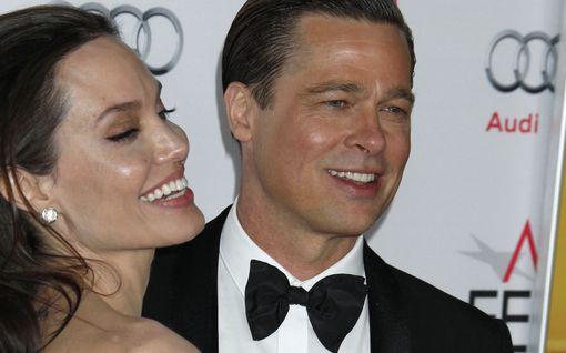 Hurja lehtiväite: Angelina Jolie haluaakin nyt Bradin takaisin