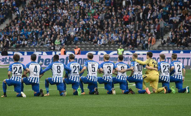Hertha Berlin toi polvistumiset Bundesliigaan.