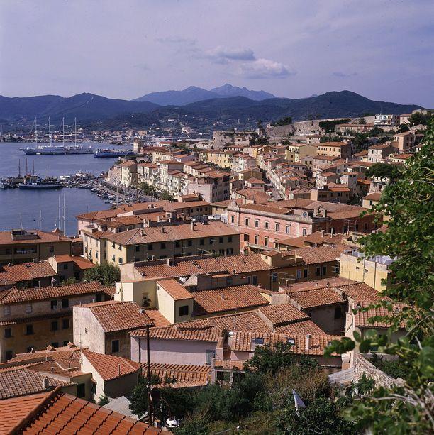 Toscanan alueeseen kuuluva Elba tunnetaan paitsi lomakohteena, myös paikkana, jonne Napoléon Bonaparte karkotettiin vuonna 1814.