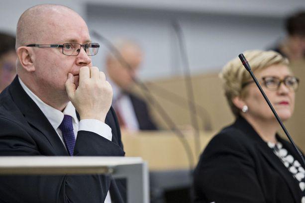 Jari Lindströmin mukaan hallitus tarkastelee seuraavaksi yritystukia.