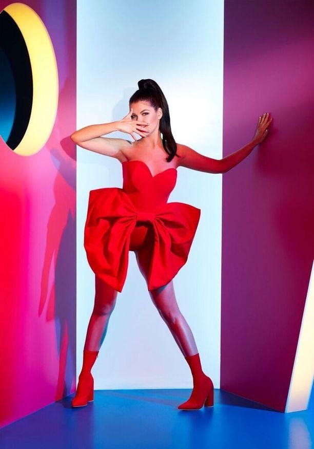 Saara Aalto osallistuu tänään 30.6. Dance!!!-rekallaan Helsingin Pride-kulkueeseen ja esiintyy illalla Priden päätösbileissä.
