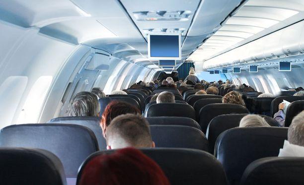 Matkustajakone joutui kääntymään takaisin lähtökentälle uhkauksen takia. Kuvituskuva.