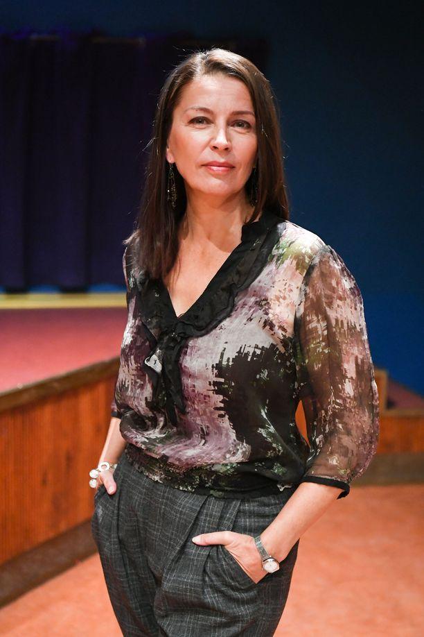 Kristiina Halttu näyttelee Taina Henttusta.