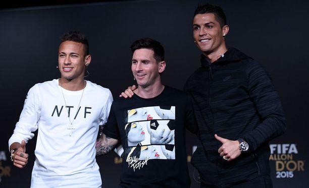 Neymar, Lionel Messi ja Cristiano Ronaldo ovat jälleen ehdolla Fifan vuoden miespelaajaksi.