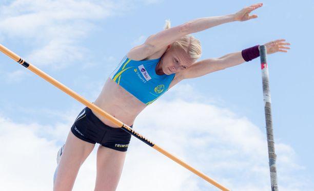 Minna Nikkanen taivutti Suomen mestariksi naisten seipäässä.