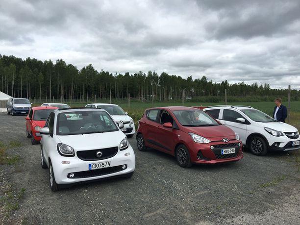 Porin Suomi-Areenalla sai kesällä kokeilla henkilöautoja, joiden nopeus oli rajoitettu 60 km/h:een. Suomeen suunniteltavien noopeusrajoitettujen autojen huippunopeudesta ei ole tehty minkäänlaista päätöstä.