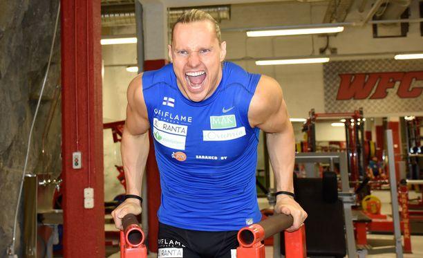 Jouni Viitanen kisaa kolmen viikon päästä kilpa-aerobicin MM-kisoissa Karibialla.