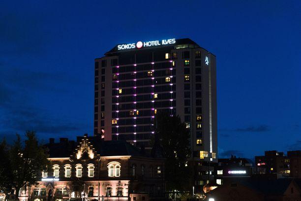 Ampumavälikohtaus tapahtui hotelli Ilveksen lähistöllä.