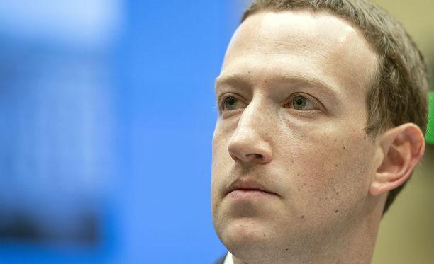 EU:n oikeuskomissaari Vera Jourova toivoo, että Facebookin perustaja Mark Zuckerberg hyväksyisi kutsun saapua Euroopan parlamenttiin.