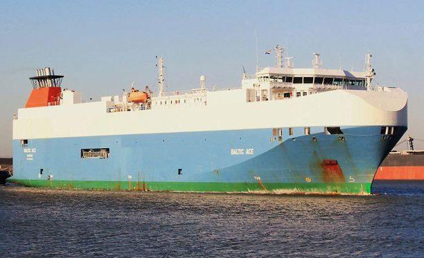 Baltic Ace oli kuljettamassa autoja Kotkaan.