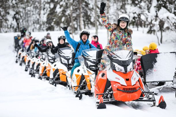 Moottorikelkkaretki Iisakki Villagessa.