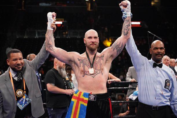 Robert Helenius, 36, tuuletti New Yorkissa. Hänen saldonsa on komea: 30 voittoa, kolme tappiota.