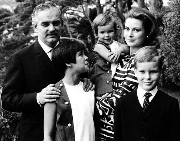Caroline, Stephanie ja varsinkin Albert kruunasivat perheonnen. Ilman perillistä Monaco olisi sulautettu Ranskaan.