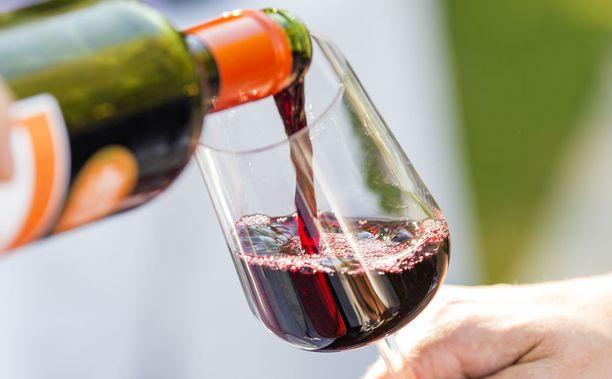 Tutkimuksessa tarkasteltiin myös alkoholinkulutuksen yhteyttä erilaisiin sydän- ja verisuonisairauksiin.