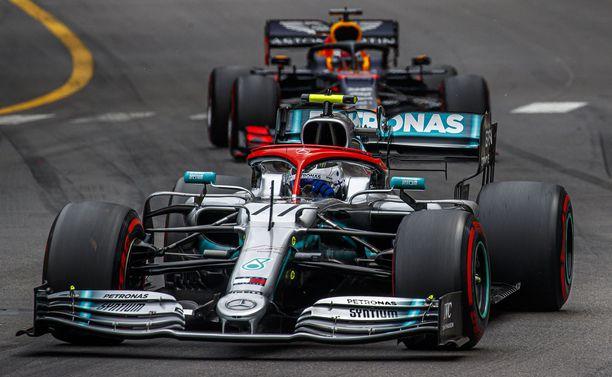 Valtteri Bottas menetti Monacon GP:n kakkostilan kolarissa Max Verstappenin kanssa.