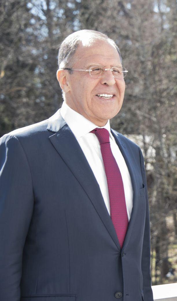 Venäjän ulkoministeri Sergei Lavrov hymyili toimittajille lopuksi Porvoon vierailullaan.