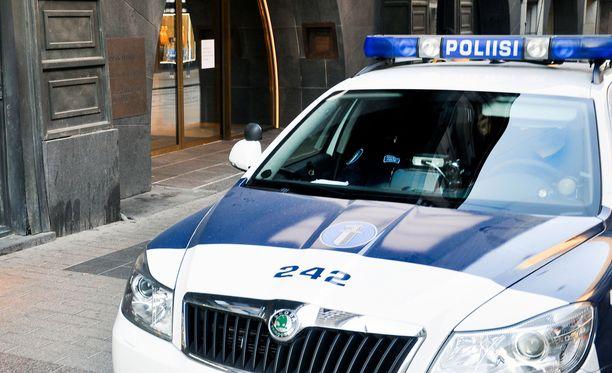 Poliisi jatkaa tapahtuman tutkintaa paikkatutkinnalla sekä epäiltyjen puhuttamisella ja myöhemmin kuulusteluilla.