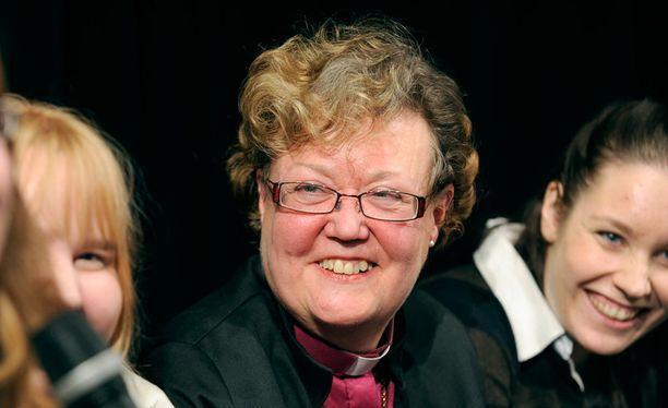 Helsingin nykyinen piispa Irja Askola jää eläkkeelle syksyllä.