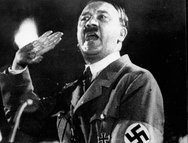 Adolf Hitler 29. huhtikuuta 1945, päivää ennen kuolemaansa.