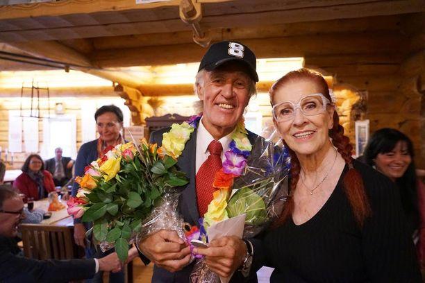 Ekun päässä oli perheystävältä, kiekkolegenda Teemu Selänteen Liisa-äidiltä saatu signeerattu Selänne-lippalakki.