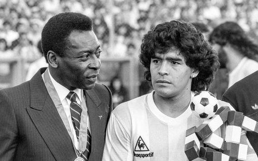 """Pele julkaisi koskettavan tekstin Diego Maradonasta – näin futistähdet muistelevat legendaa: """"Idolini on kuollut"""""""