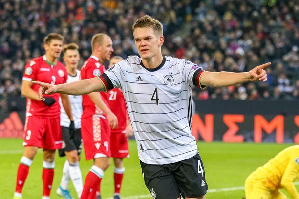 Borussia Mönchengladbachin toppari Matthias Ginter viimeisteli Saksan voittomaalin oman kotiyleisönsä edessä.
