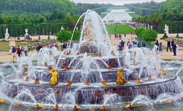 Versailles'n puutarhan suihkulähde.
