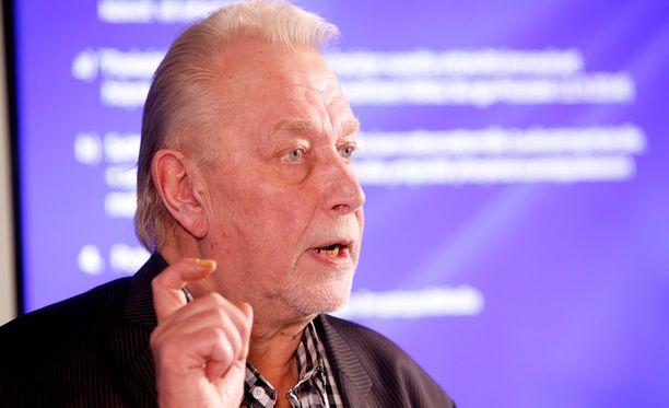 Matti Putkonen sanoo, että perussuomalaisia on mustamaalattu mediassa.