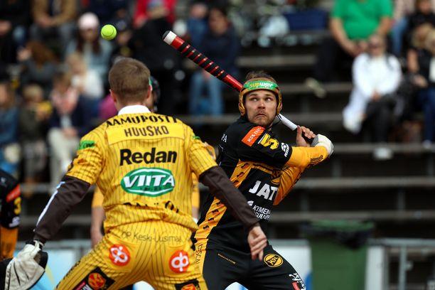 Toni Laakso on lyönyt tällä kaudella kymmenessä ottelussa yhden kunnarin ja 22 tavallista juoksua.