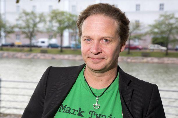 Eppu Salminen kutsui Lasse Pöystiä Mestariksi.