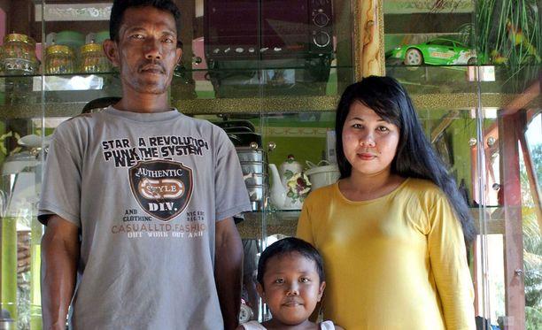 Aldi isänsä ja äitinsä kanssa vuonna 2013.