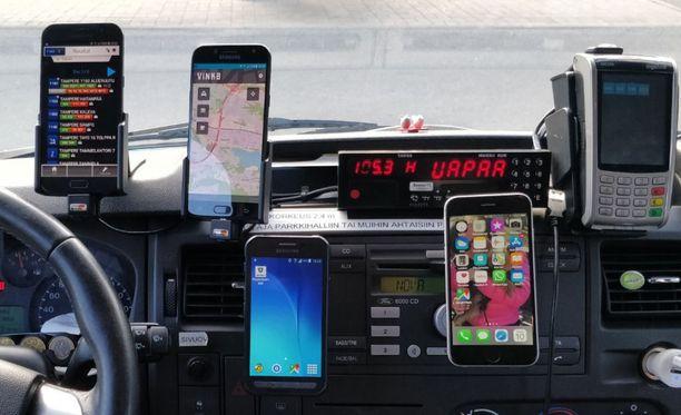 Välimäen taksissa riittää älynäyttöjä.
