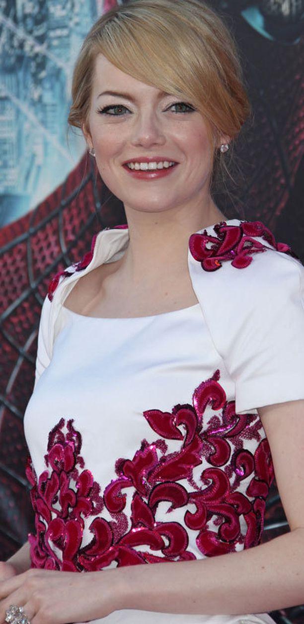 Emma Stonen tyttömäinen tyylikkyys ihastuttaa.