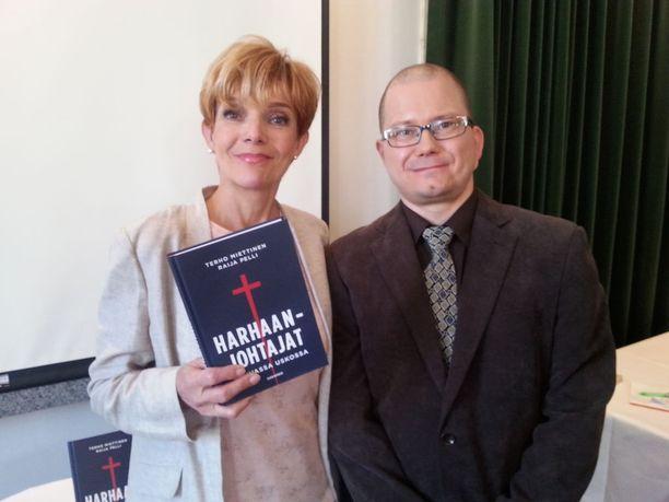 Raija Pelli ja Terho Miettinen julkaisivat keskiviikkona kirjan Harhaanjohtajat - Vahvassa uskossa.