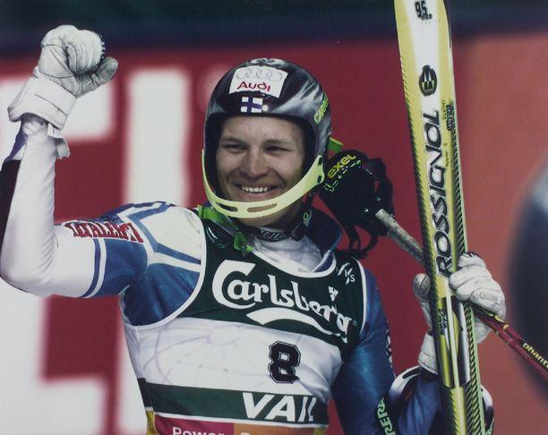 Kalle Palander juhlii Vailissa 1999 pujottelun maailmanmestarina.