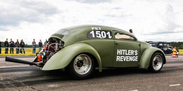 """VW kuplasta rakennettu """"Kosto"""" edusti drag racingin Suomi-historiaa."""