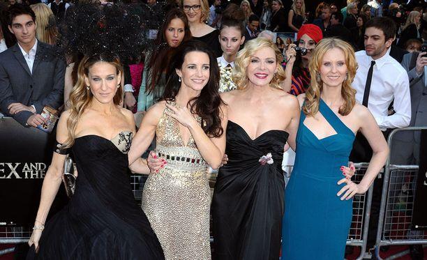 Sarah Jessica Parker, Kristin Davis, Kim Cattrall ja Cynthia Fox ovat tuomassa Sinkkuelämää-sarjan takaisin televisioon.