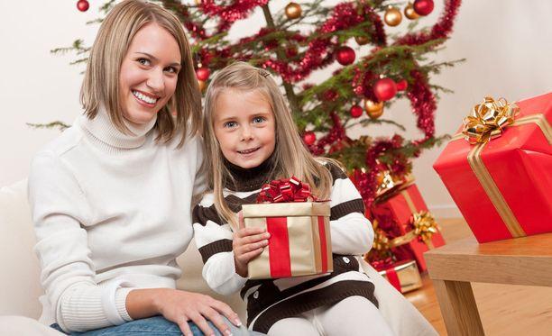 Yhä useampi kertoo ostavansa lahjoja netistä.