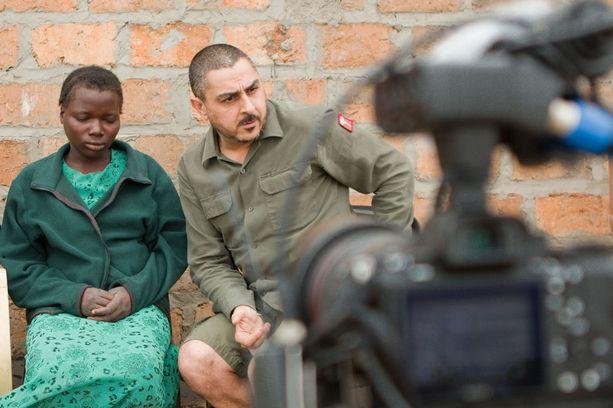 Lisan haastattelu on Armanille kova paikka, mitä hän ei pysty peittämään.