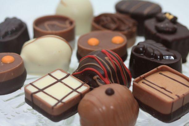 Jos lapsena ruoalla on palkittu jokin hyvä teko, tästä voi seurata ehdollistuminen. Koetaan esimerkiksi, että suklaa palkitsee ja lohduttaa.