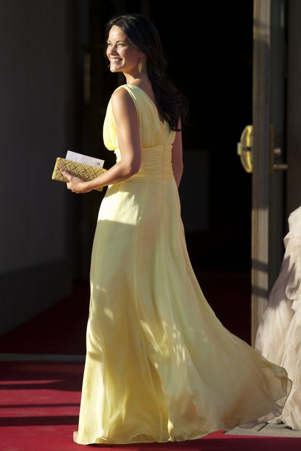 Sofia saapumassa illalliselle Carl Philipien vanhempien kanssa vuonna 2013.