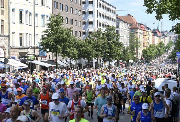 Sadat juoksijat joutuivat pettymään Tukholman maratonilla puuttellisten opasteiden vuoksi.