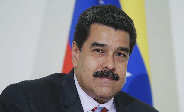 Venezuelan presidentti Nicolas Maduro siirtää vastavalitun edustajiston nimittämispäivän perjantaille.