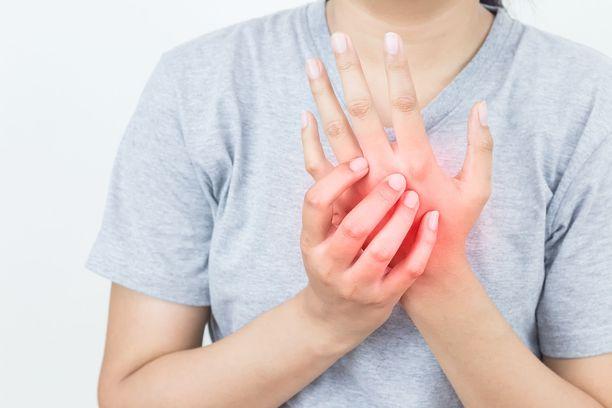 Yleensä sormien turpoamiseen löytyy jokin yksinkertainen selitys, kuten se, että olet syönyt liian suolaista ruokaa.