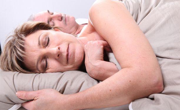 Puhtaat petivaatteet ja rauhalliset värit ovat unen kannalta fiksuja valintoja.