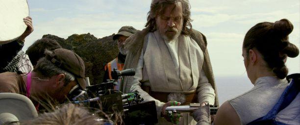 Alkuperäisistä Tähtien sota -elokuvista tuttu Mark Hamill nähdään Luke Skywalkerina.