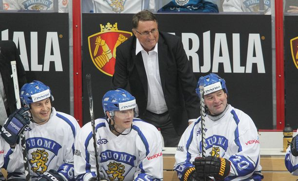 MM-sankarit Curt Lindström, Ville Peltonen, Jere Lehtinen ja Mika Nieminen yhyttäytyivät jälleen hyväntekeväisyysmatsissa kolme vuotta sitten.
