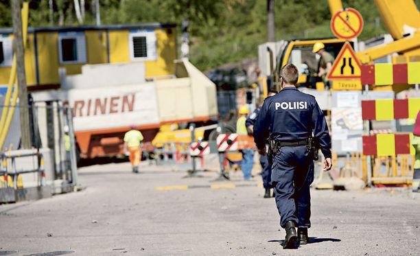 Poliisi tutkii Matinkylän räjähdysonnettomuutta.